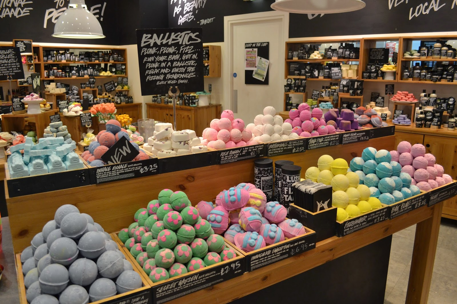 lush-bath-bomb-display