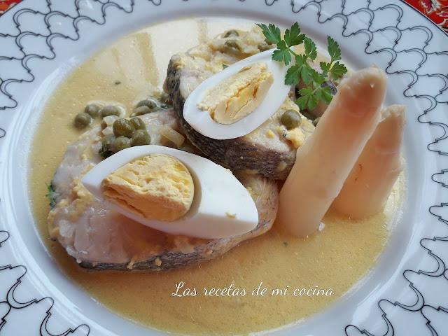 Merluza en salsa de huevo duro y su culin de sidra
