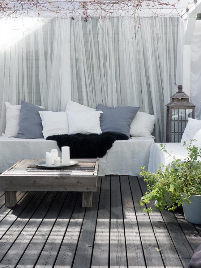 pergola, sohva kuormalavoista, terassilla, kesä, musta terassi