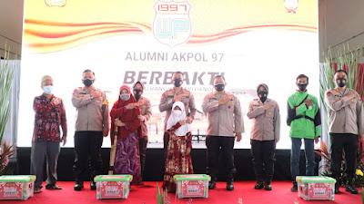 Alumni Akpol 1997 Wira Pratama Gelar Vaksinasi Massal Berhadiah Sembako