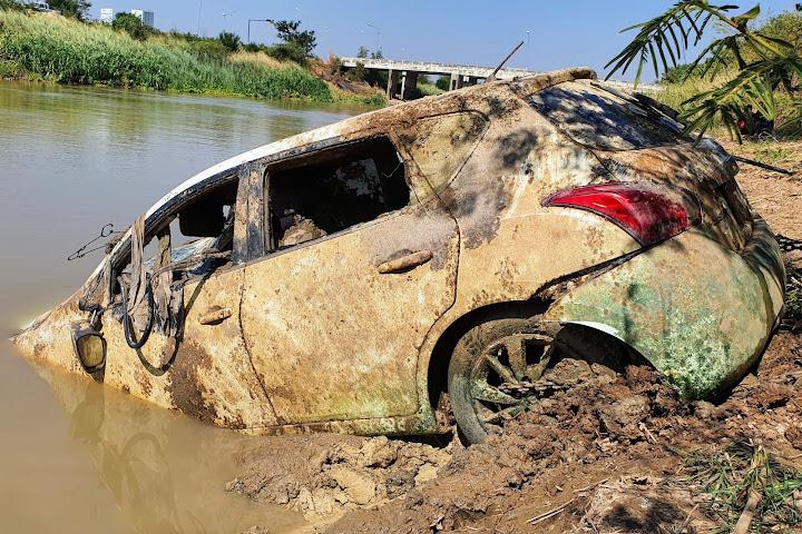 ВТаиланде взатонувшем автомобиле обнаружен завёрнутый впростыню скелет — Thai Notes