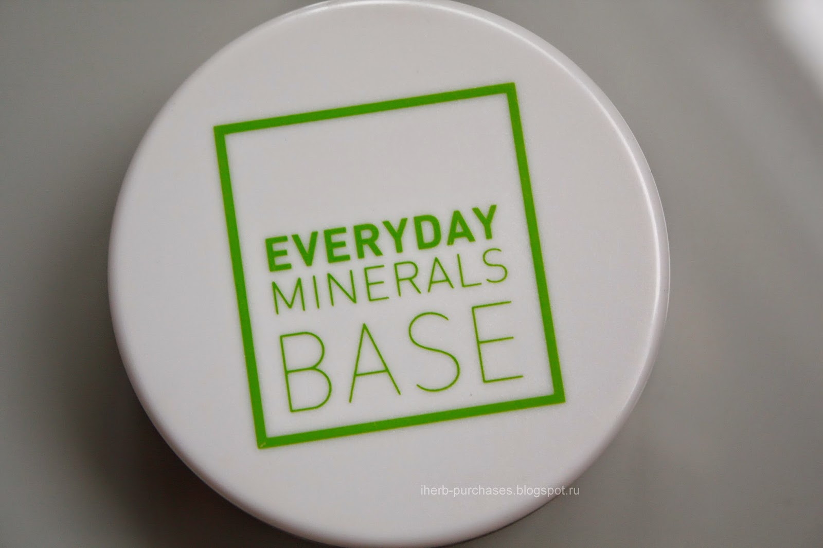 Everyday Minerals, It Base, Fairly Light, 0.17 oz (4.8 g)