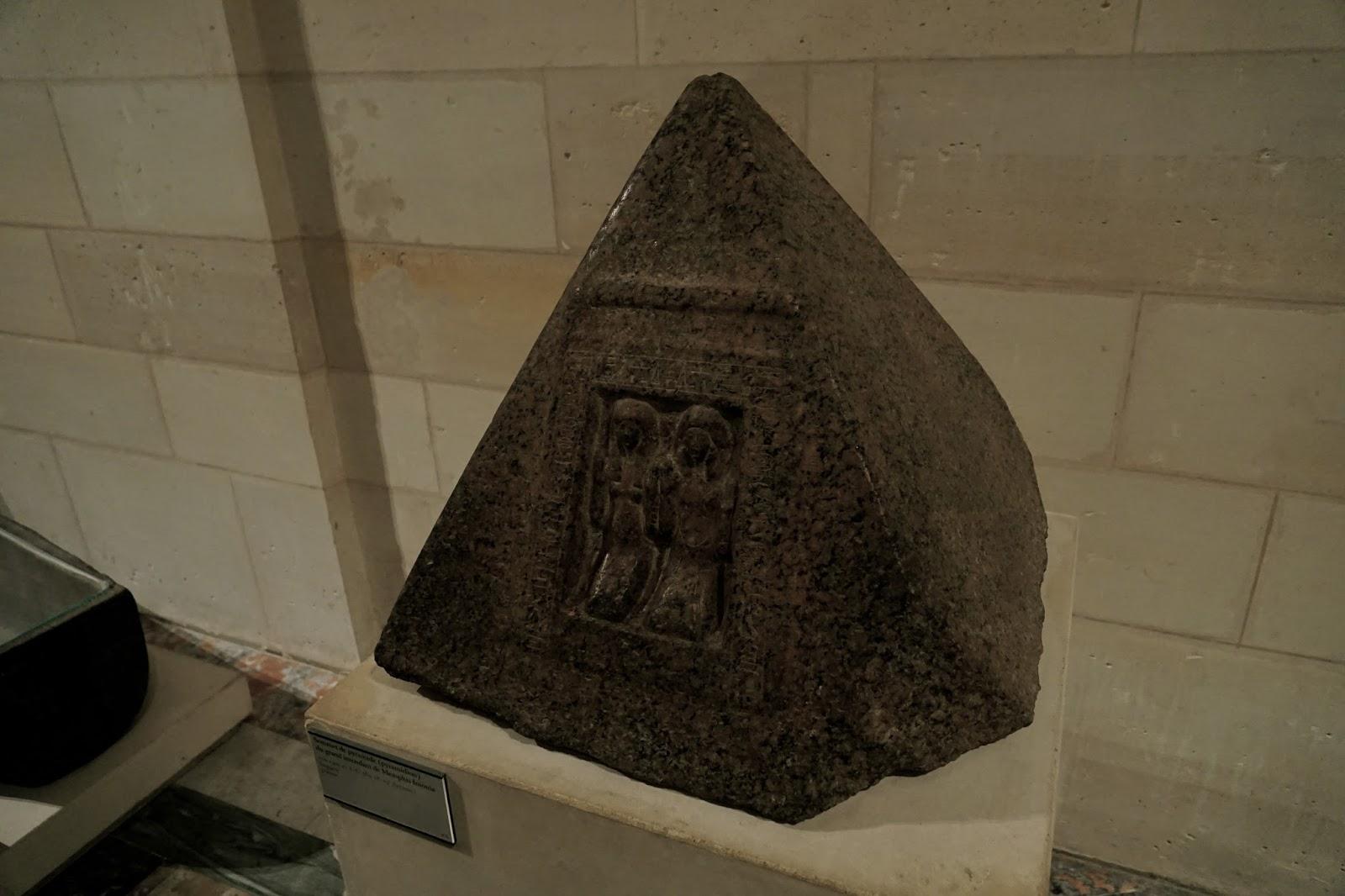 キャップストーン  (Sommet de pyramide /du grand intendant de Memphis Iniouia)