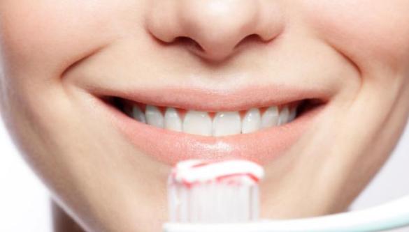 Tips Ampuh Memutihkan Gigi Secara Alami,