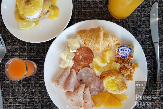 Breakfast at Kalesa Restaurant of Mercure Manila Ortigas