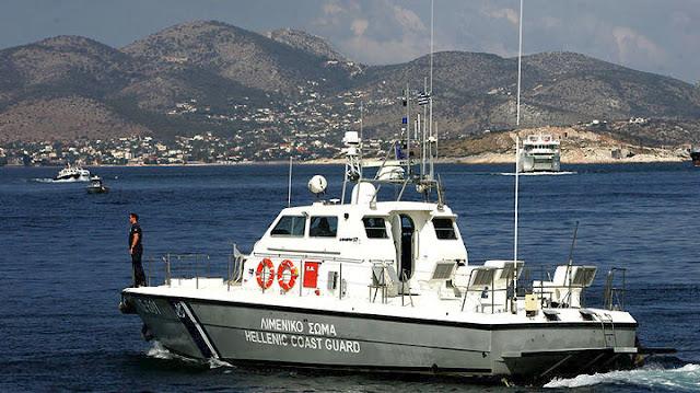Επιχείρηση του Λιμενικού στην Ύδρα για τουριστικό σκάφος που παρασύρθηκε σε όρμο