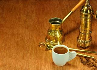 Σήμερα μην πετάξετε το κατακάθι του καφέ. Σας προτείνουμε εναλλακτικές χρήσεις του!