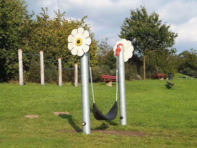 5 Spielplätze im Kieler Süden mit dem gewissen Extra. Auf Küstenkidsunterwegs biete ich Euch eine tolle Übersicht über Kinderspielplätze in Kiel und Umgebung, z.B. auch in Neumeimersdorf!