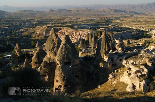Atrakcje turystyczne Turcji - najwieksze atrakcje turystyczne Kapadocji to formacje skalne, podziemne miasta i kościoły
