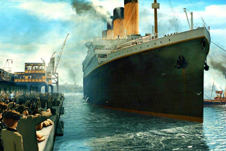 Yolcular tarafından görülmemesi için Titanik'in yangın izi bulunan gövdesi limanın tam tersine çevrildi.