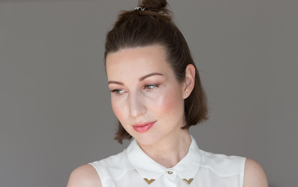 Sommer Glow Make-up Gesamt seitlich