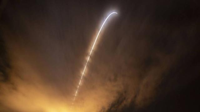 El cohete Delta IV Heavy, con la sonda dentro, vuela hacia el Sol, hoy en Cabo Cañaveral