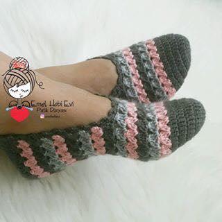 cfe03356d2 Inspire-se nessas lindas sapatilhas de crochê.