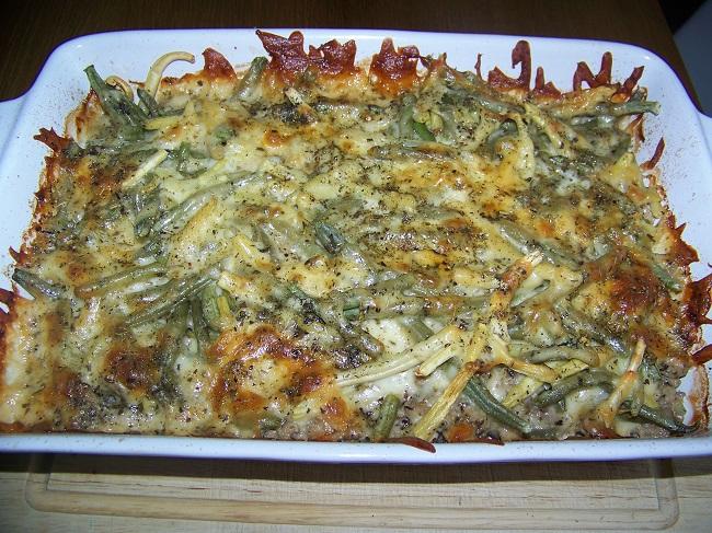 Zapiekanka z mięsa, fasolki szparagowej i sera mozarella