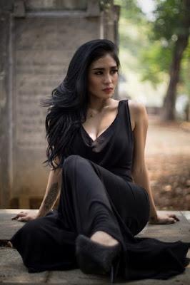 Foto Model-Model Cantik Indonesia Tercantik Nadia Ervina Model Igo Cantik Terbaru Pose Menantang mulus