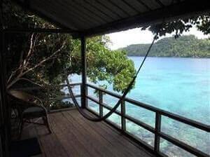 Balkon kamar hotel Iboih Inn Sabang menghadap ke Laut