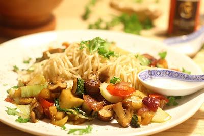 Asiatische Gemüse-Nudel-Pfanne