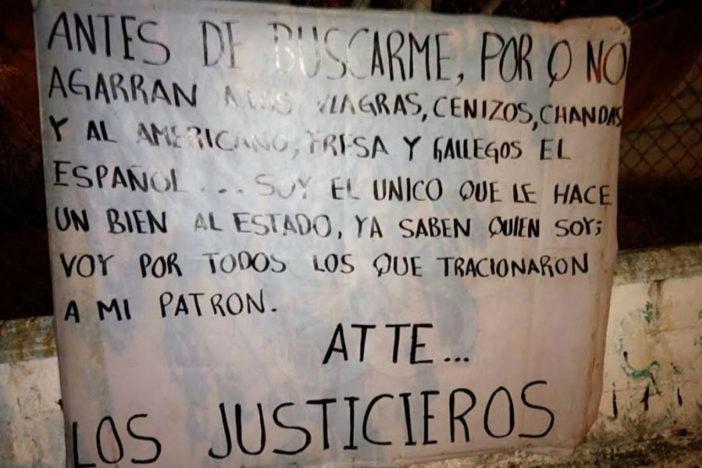 """Aparecen de nuevo narcomantas de """"Los Justicieros"""" en Lázaro Cárdenas"""