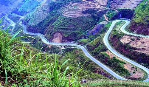 Mã Pì Lèng là một trong những ngọn đèo huyền thoại đó và là điểm du lịch không còn xa lạ với khách du lịch muốn khám phá Hà Giang.