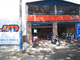 Concesionario-motos-almacén-um