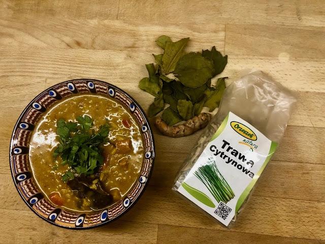 Aromatyczna i rozgrzewająca zupa tajska z mlekiem kokosoym. Bardzo aromatyczna.