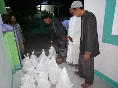 Beras Zakat untuk 167 Penerima di Paduraksa