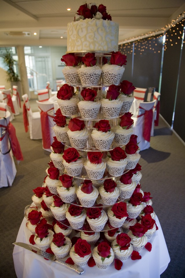 Amazing Red And White Wedding Cakes  26 Pic    Awesome Pictures Amazing Red And White Wedding Cakes  26 Pic