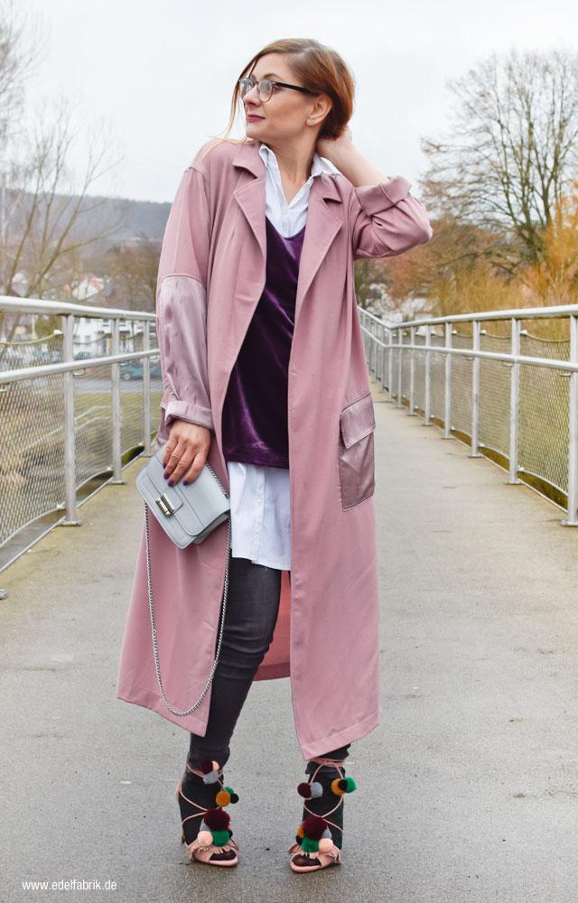 Damenmantel aus leichtem Stoff, High Heels von Zara