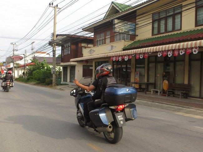 Мотоцикл bmw r 1200 с малайзийскими номерами