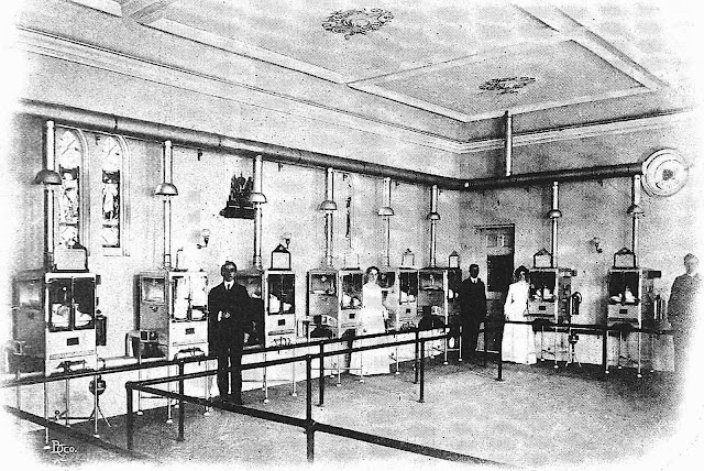 a photograph of 1905 baby incubators