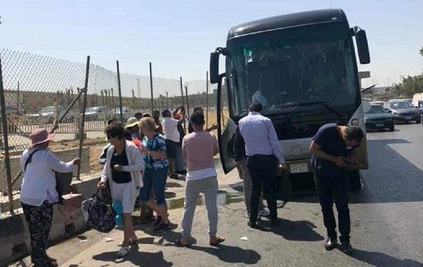 """""""شاهد"""" اللحظات الأولى للتفجير الذي استهدف حافلة سياحية قرب الأهرامات في مصر.. وهذا ما حدث"""