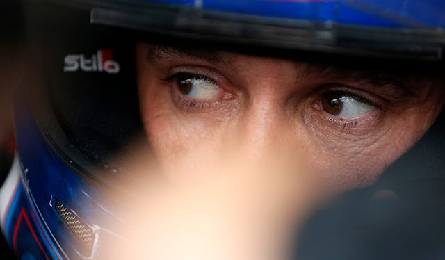 Elliott Sadler has his eyes on a championship.
