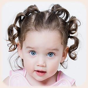 Une coiffure pour bébé fille