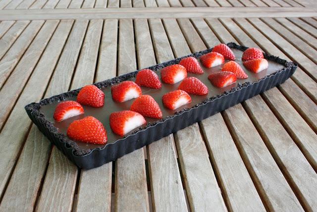 Tarta de chocolate y fresas sin horno