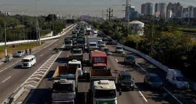 Irritados com descumprimento da tabela do frete, caminhoneiros ameaçam parar em Goiás no dia 29
