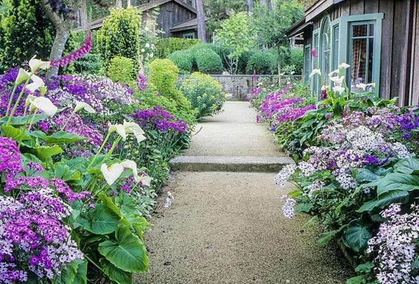 Широкая прямая дорожка укорачивается слишком вытянутый сад