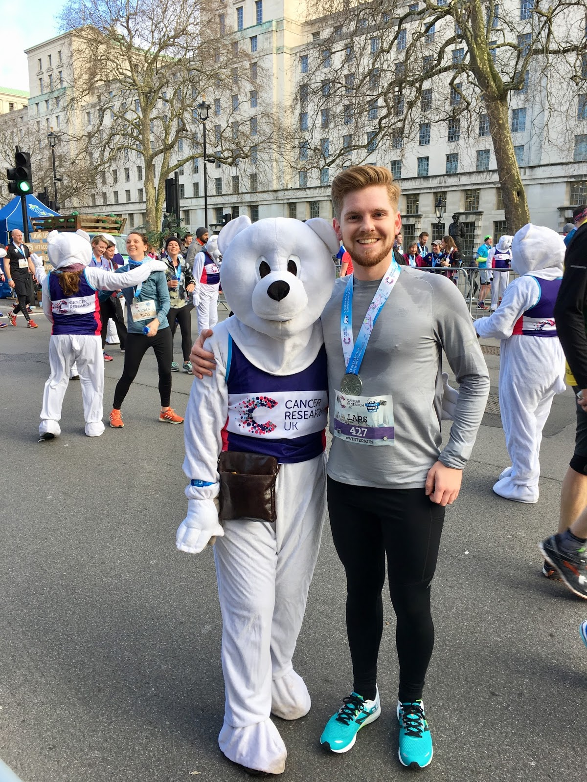 London Winter Run Polar Bear Hug