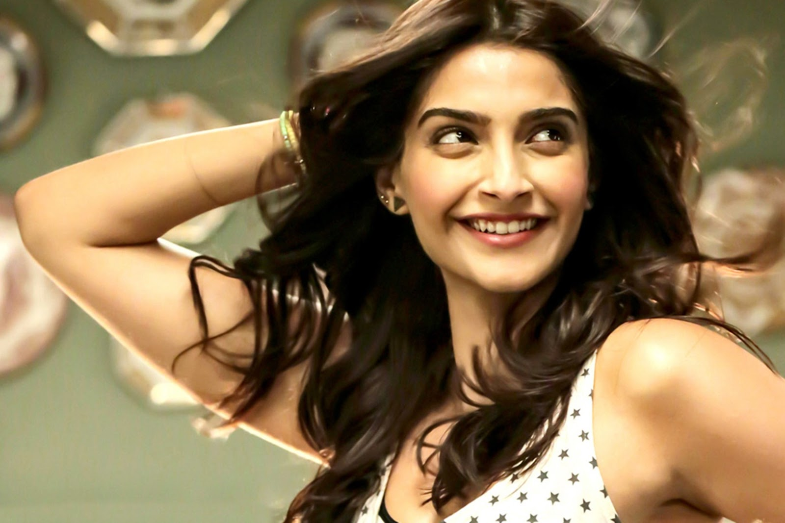 50 sonam kapoor hd wallpaper new photos download - wallpaper hd images