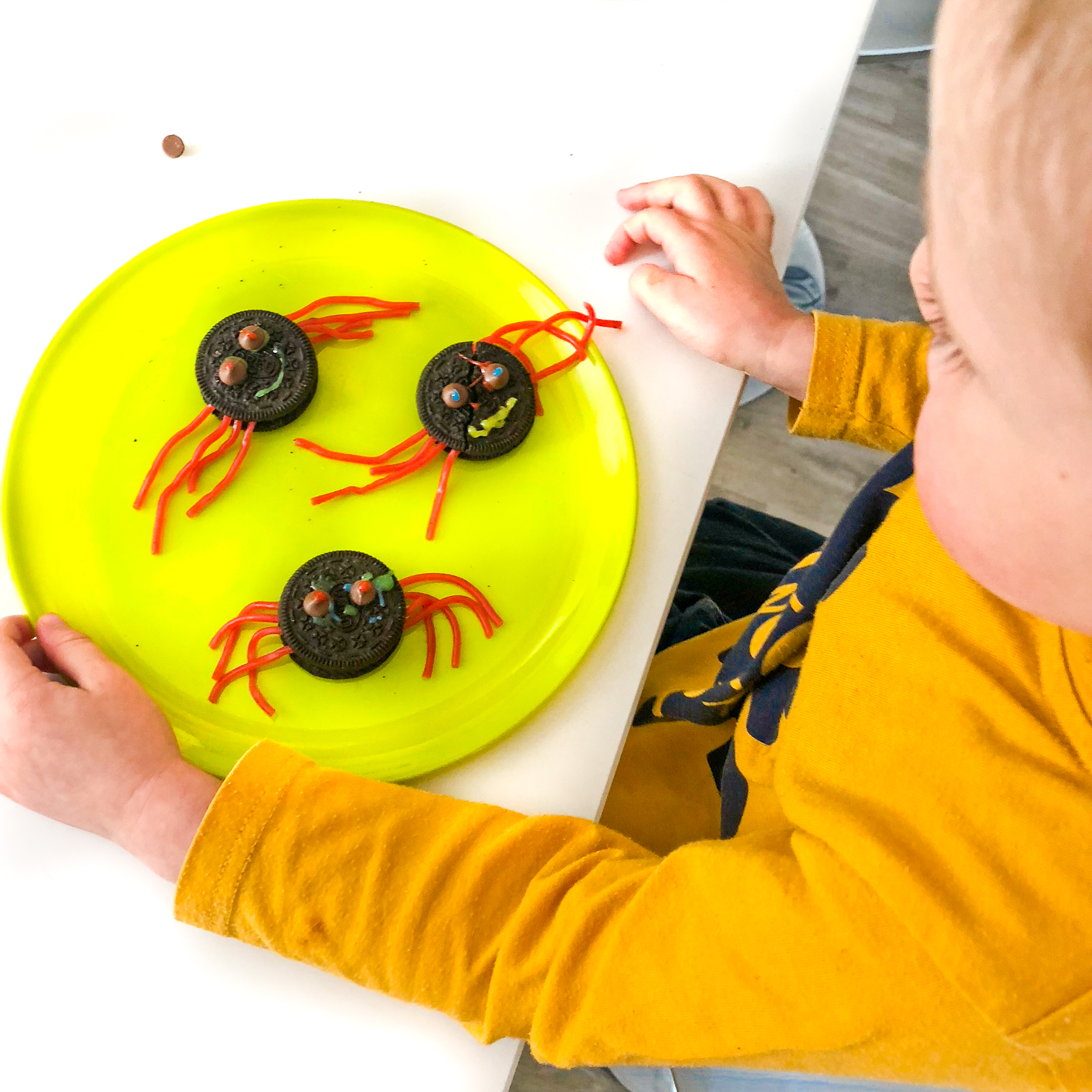 oreo spider cookies, 10 Fun Things To Do This Halloween Half Term On A Budget