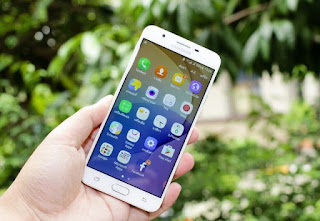 Ilustrasi Hp Android Lama Yang Harus Update Software