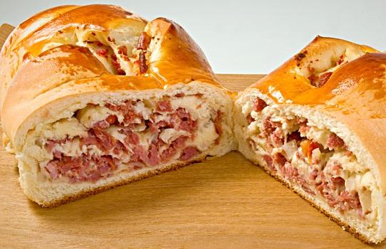 Pão Caseiro Recheado com Salame e Ricota (Imagem: Reprodução/Internet)