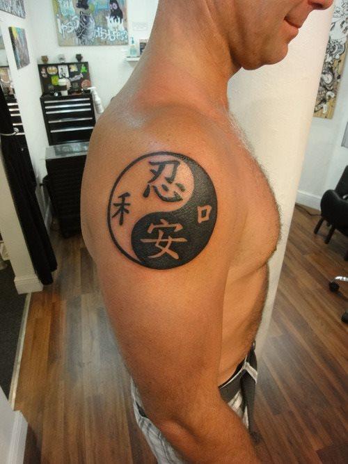 Imagen de un tatuaje de yin yang y su significado