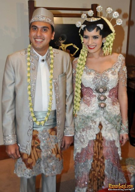 Gambar Souvenir Pernikahan Artis Indonesia