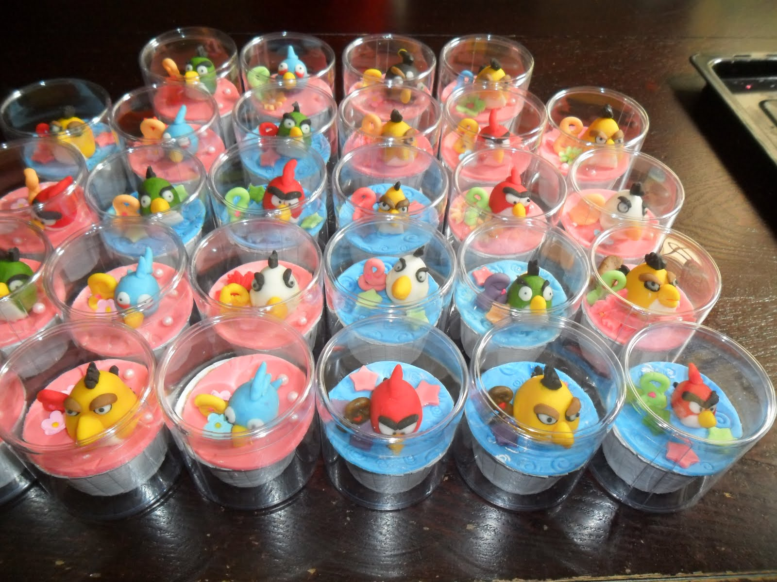 Cool Cupcakes For Boys Angry birds fondants cupcakesCool Cupcakes For Boys