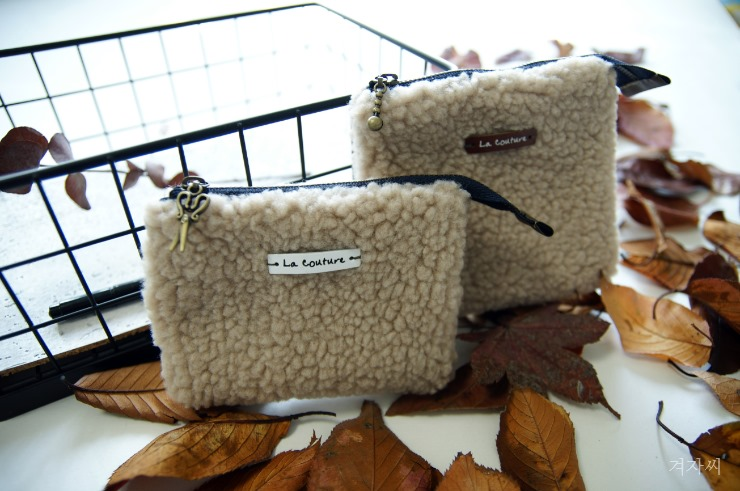 Small cosmetic pouch made of faux fur makeup bag mini wallet.