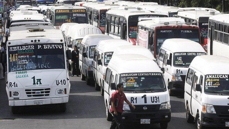 Transportistas quieren subir a 14 pesos el transporte en el Edomex