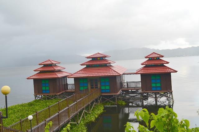 Rumah panggung di Danau Tondano, Tondano, Sulawesi Utara +jelajahsuwanto