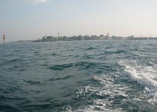 http://www.teluklove.com/2017/04/destinasti-objek-wisata-pulau-lancang_14.html