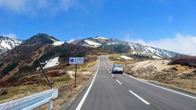 草津温泉から志賀草津高原ルートを通って日本国道最高地点・渋峠へ。渋峠から湯田中を経由して長野駅まで走るサイクリングコース