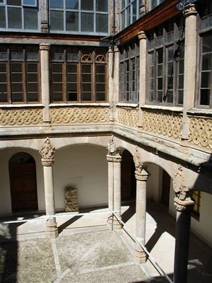 Palacio de los Condes de Requena, detalle patio